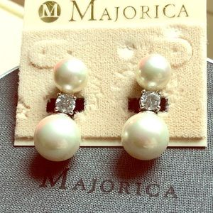 Majorica white pearls earrings NWT made in Spain